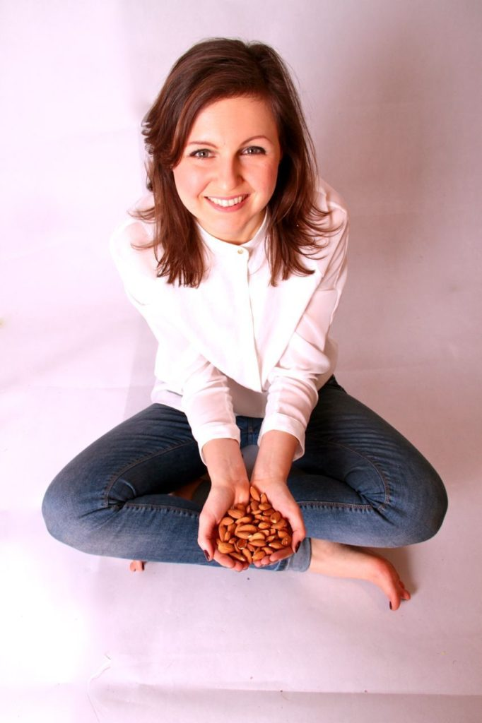 Laura Thomas, founder of Happy Sugar Habits helps people lose weight and become healthy